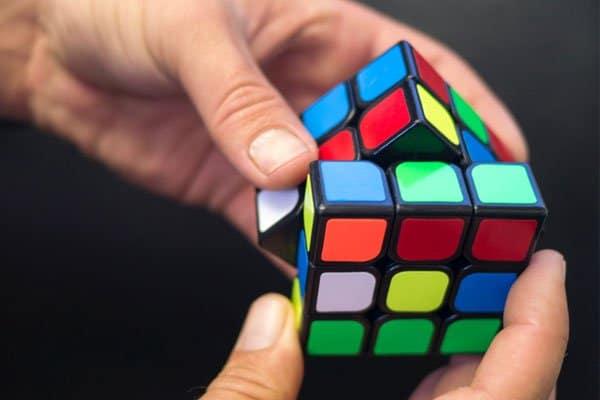 Come Risolvere il Cubo di Rubik 3x3 : Metodo a strati per principianti